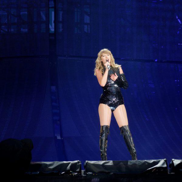 Taylor Swift - Photo by Ronald Woan