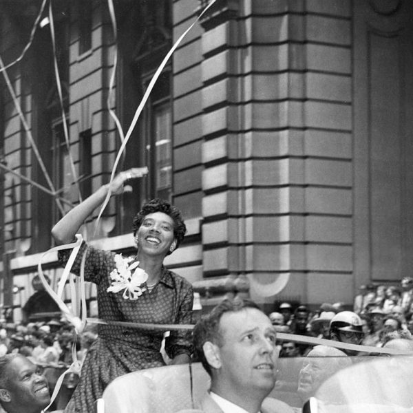 Althea Gibson at a parade following her Wimbledon singles win (1957). Photo: The Detroit Tribune @wikipediacommons