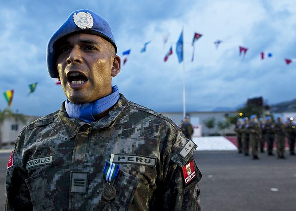 A soldier from Peru stands to attention. Photo: United Nations Photo @Flickr