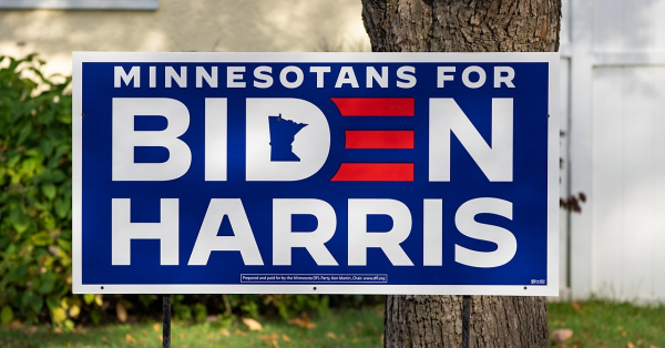 A Minnesotans for Biden-Harris campaign sign in support of Joe Biden for President and Kamala Harris for Vice President ahead of the 2020 general election in a front yard in Hibbing, Minnesota. Photo: Wikimedia Commons