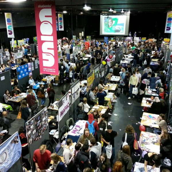 Students enjoying a welcome fair. This year, freshers will be online. Photo: Markus Arnold