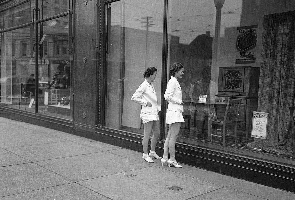 Window shopping at Eaton's. Photo: Wikimedia Commons