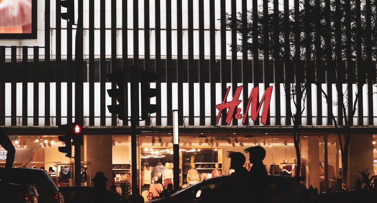 h&m clothing store outside sign fast fashion coronavirus