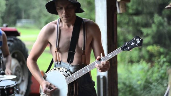 banjo player in woodland backdrop of steve N Seagulls youtube sensation video