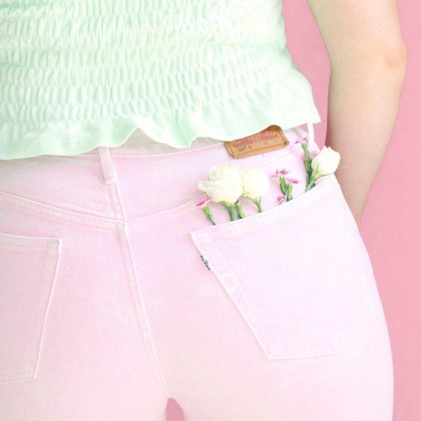 Pocket in pastel pink jeans