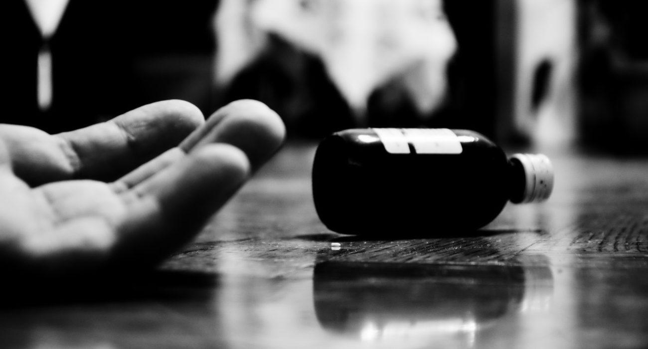 Suicide with pills. Photo: Manos Bourdakis @Commons Wikimedia